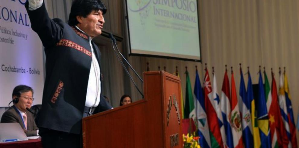 Evo pide a EE.UU. terminar con bloqueo a Cuba y devolverle Guantánamo