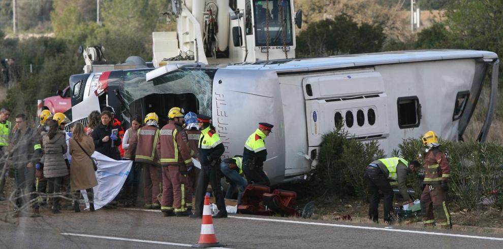 España busca las causas del accidente en que murieron 13 universitarias