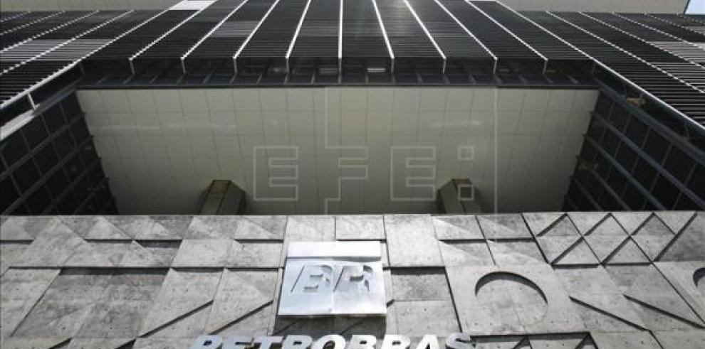 Petrobras registra pérdidas récord en 2015