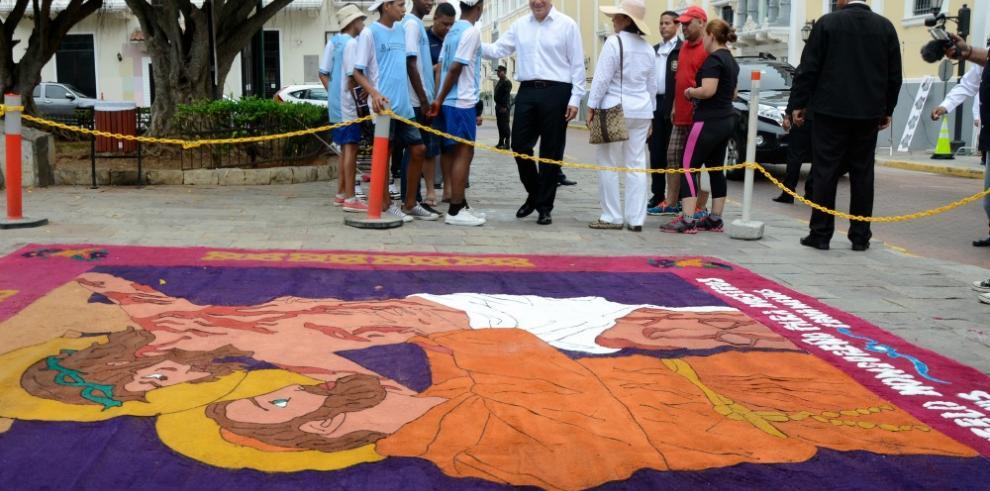 Alfombras de serrín en honor a la Semama Mayor