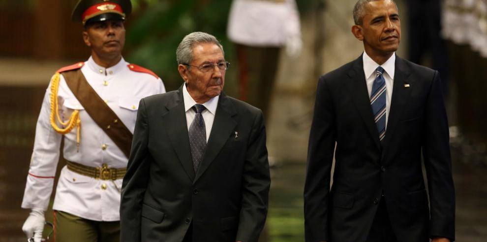 Obama y Castro se reúnen en palacio de la Revolución Cubana