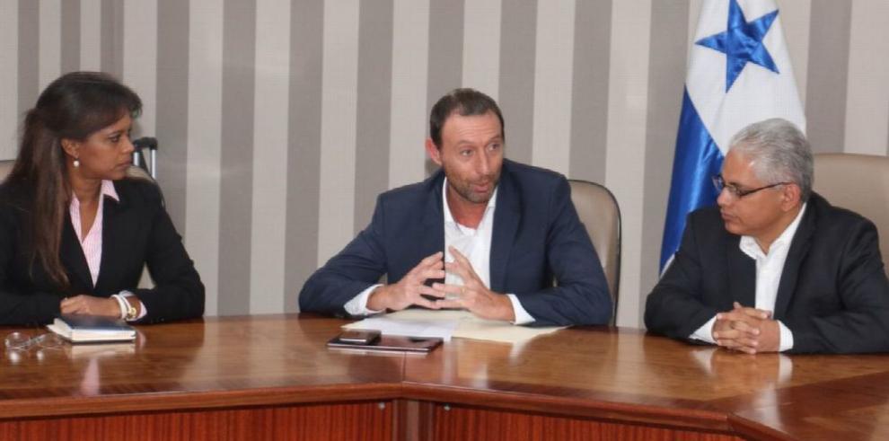 Blandón busca fondos en el MEF para Juan Díaz