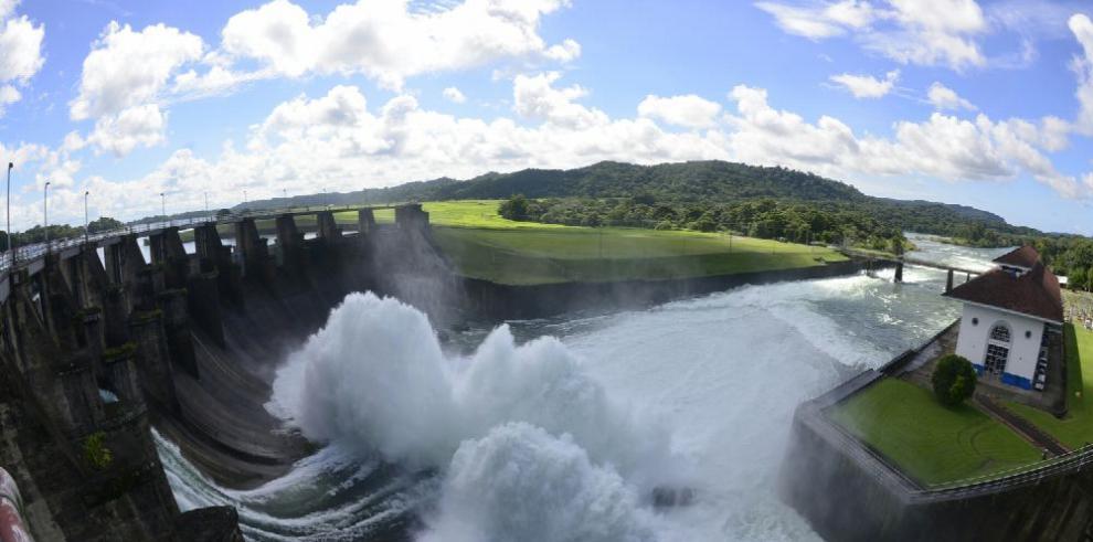 El Canal realiza pruebas en compuertas de Gatún