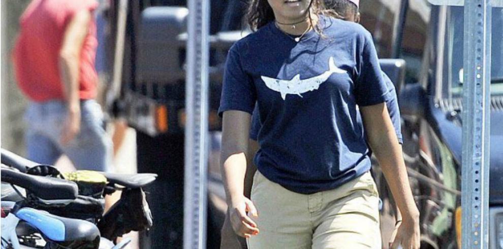 Sasha, la hija menor de Barack Obama, trabaja de mesera y cajera