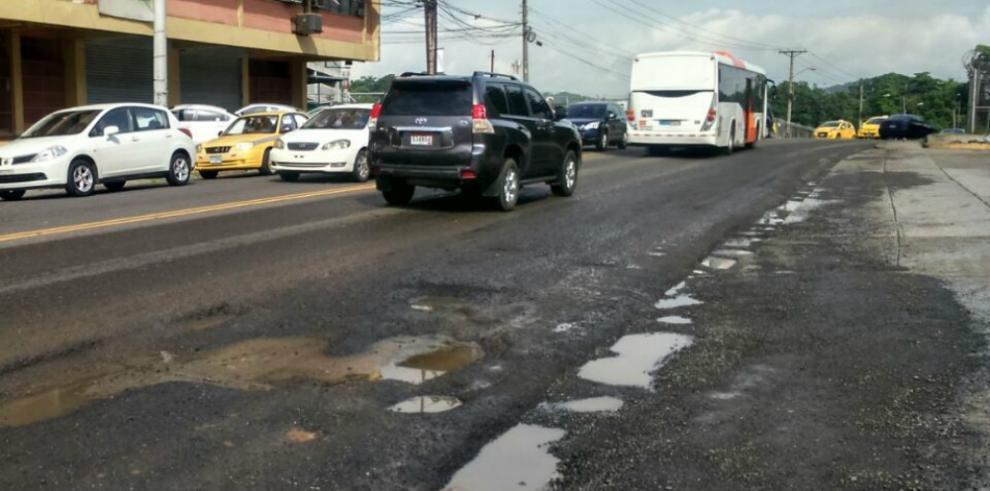 Calles de Calidonia y Bella Vista abandonadas y sin mantenimiento