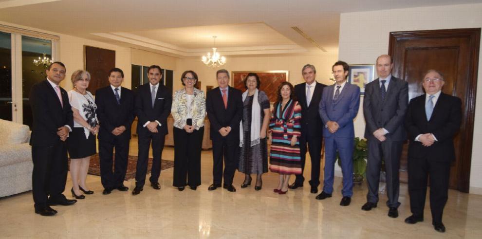 México celebra cena diplomática