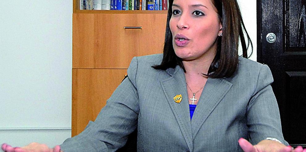 Exdirectora de Migración es indagada en Fiscalía