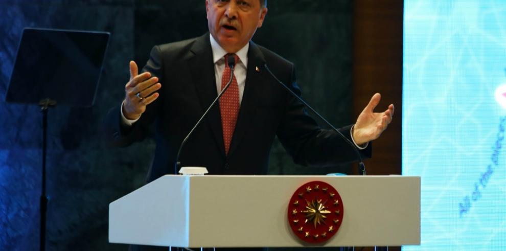 Erdogan, dispuesto a reintroducir pena de muerte tras intento de golpe