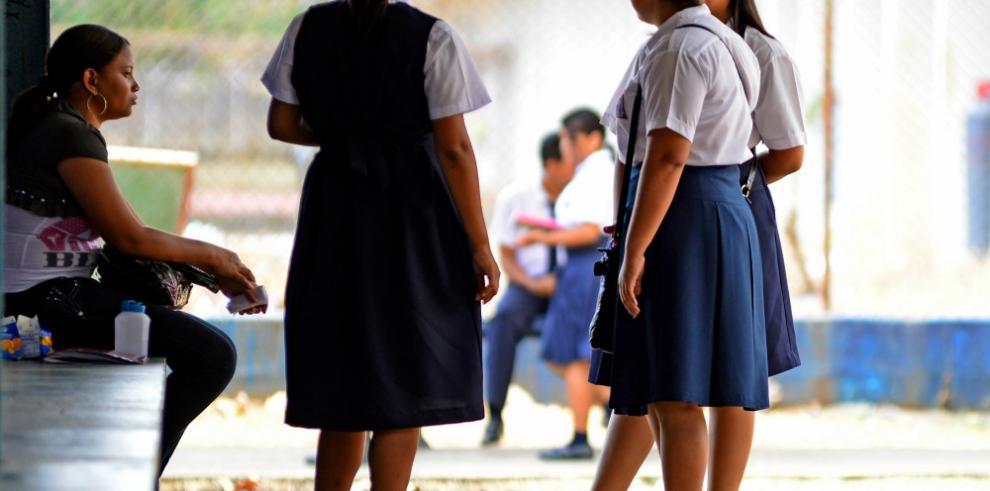 Baja asistencia en los colegios ante anuncio de paro docente