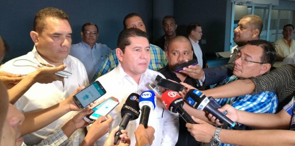De León anuncia su candidatura a la reelección en la Asamblea