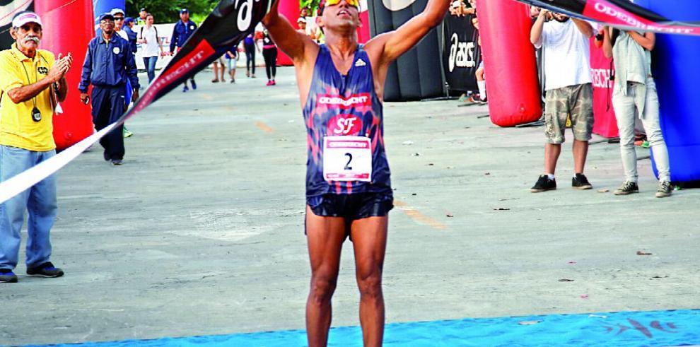 Un panameño en el maratón de Río de Janeiro