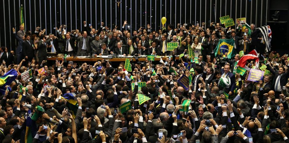 Senado brasileño bajo presión, para acelerar impeachment de Rousseff