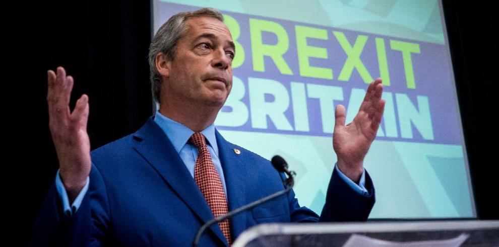 Dimite Nigel Farage partidario del 'brexit'