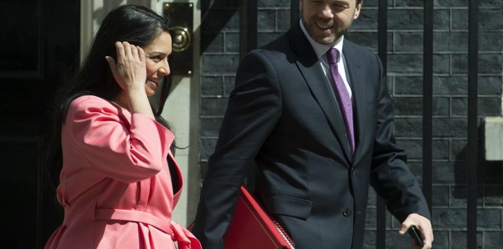 Ministro británico retira su candidatura para suceder a Cameron