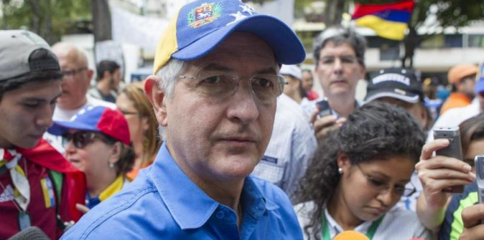 Antonio Ledezmacomparece en audiencia acusado de conspiración