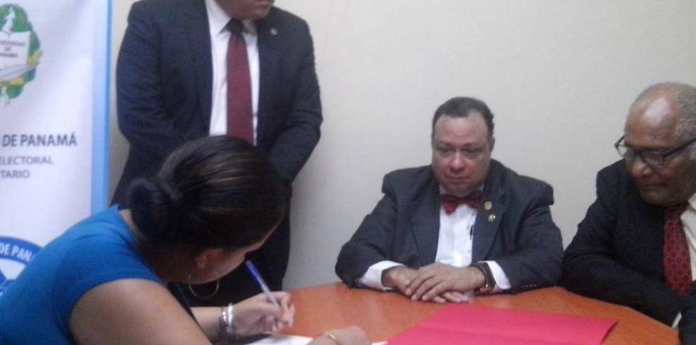 Boutin presenta su candidatura y promete reformas constitucionales
