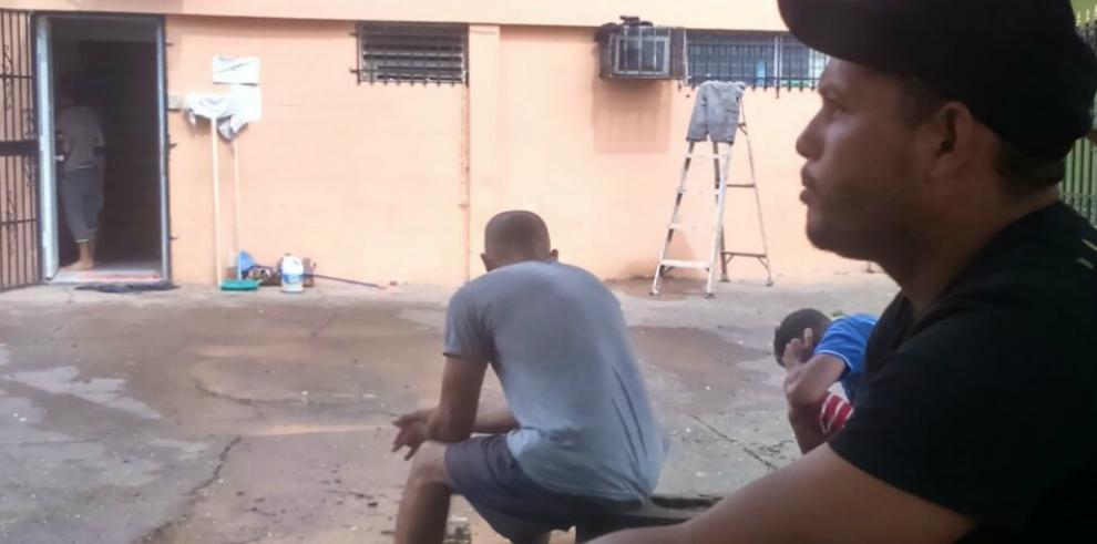 Migrantes cubanos varados en Panamá