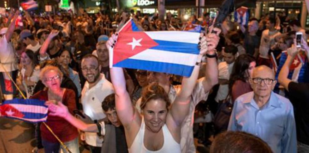 Los cubanos de Miami celebran y piden