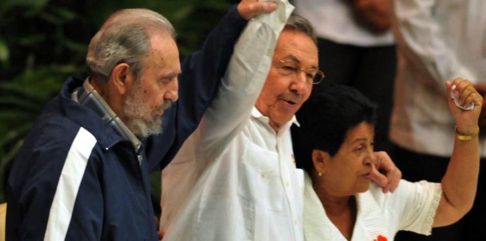 Peña Nieto lamenta la muerte de Fidel Castro,