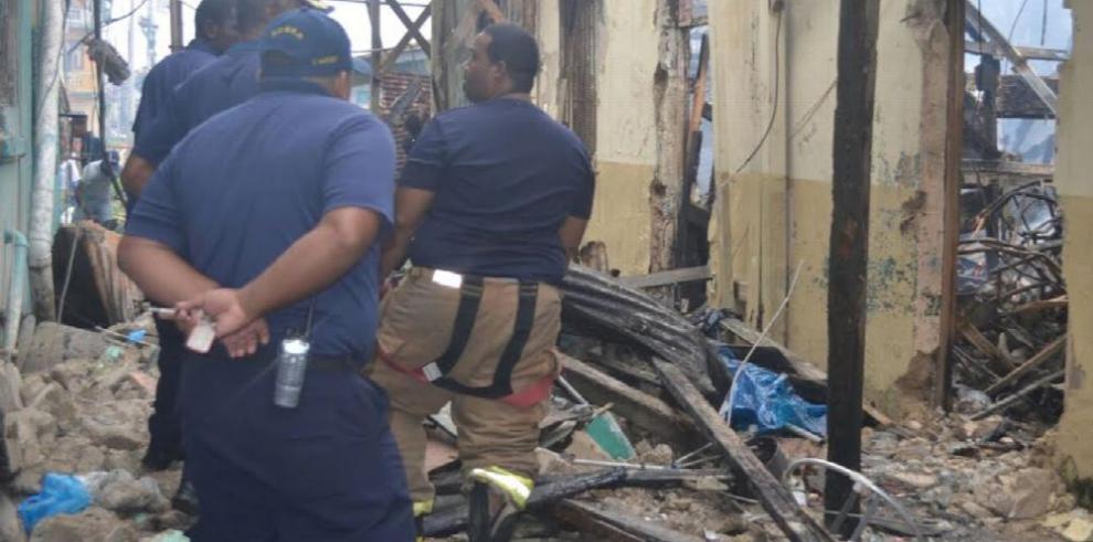 Incendio en un viejo caserón en Colón deja a 12 familias damnificadas