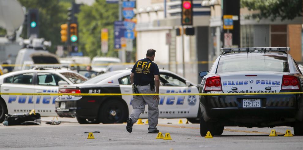 Policía de Dallas confirma que no hay ningún sospechoso en su garaje