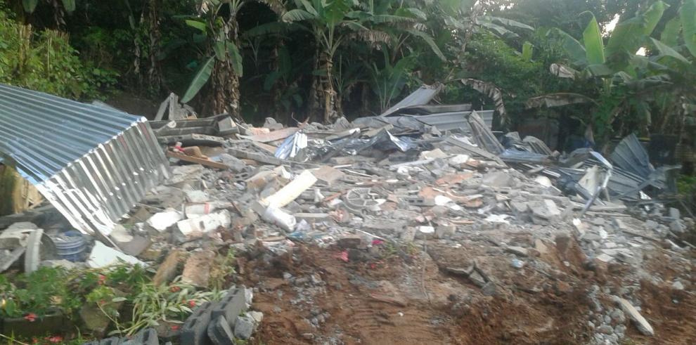 Demuelen dos viviendas tras deslizamientos en Arraiján por efecto Otto