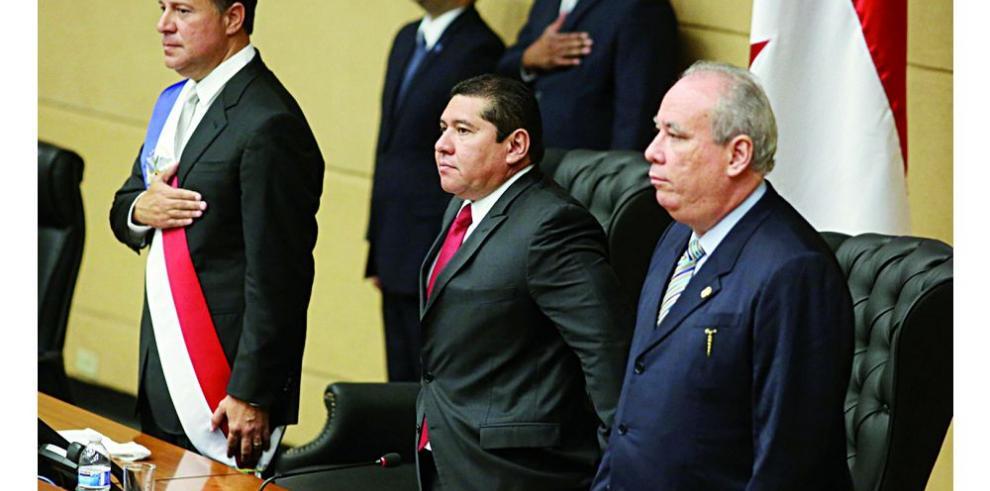 Los tres órganos del Estado, envueltos en escándalos