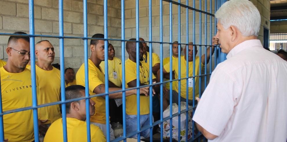 Se inicia traslado de detenidos extranjeros a la Nueva Joya