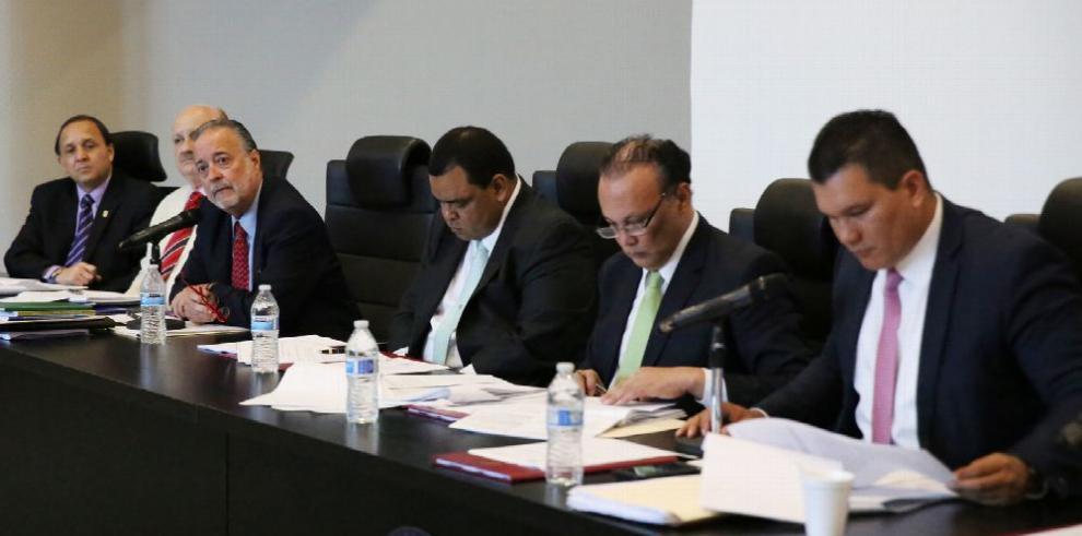 Diputados proponen impedir cierre de medios en campaña