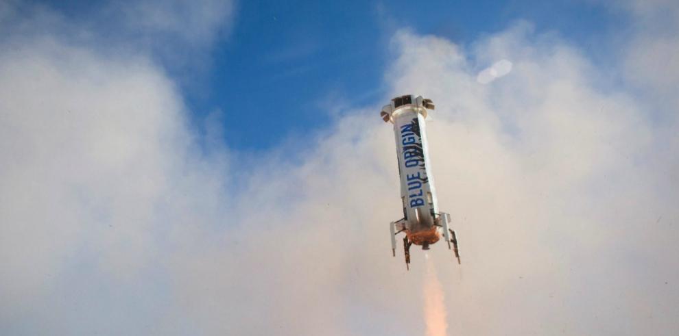 SpaceX logra por primera vez posar su cohete en el Atlántico