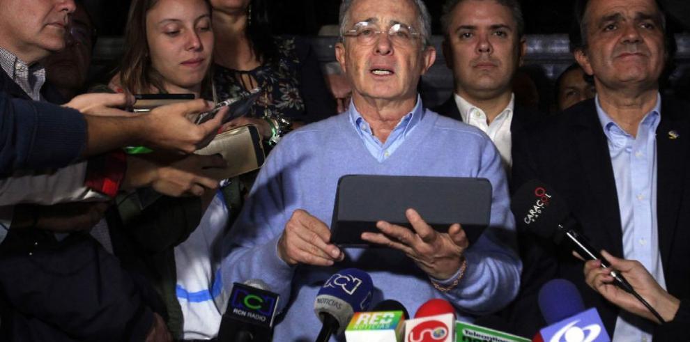 Santos se acerca al 'uribismo' para encaminar la paz