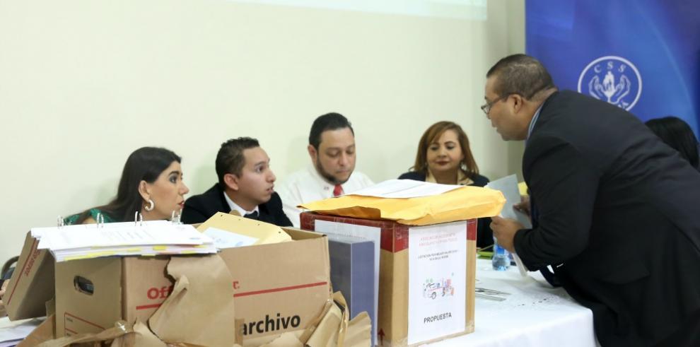 Dos consorcios compiten por el contrato de las ambulancias