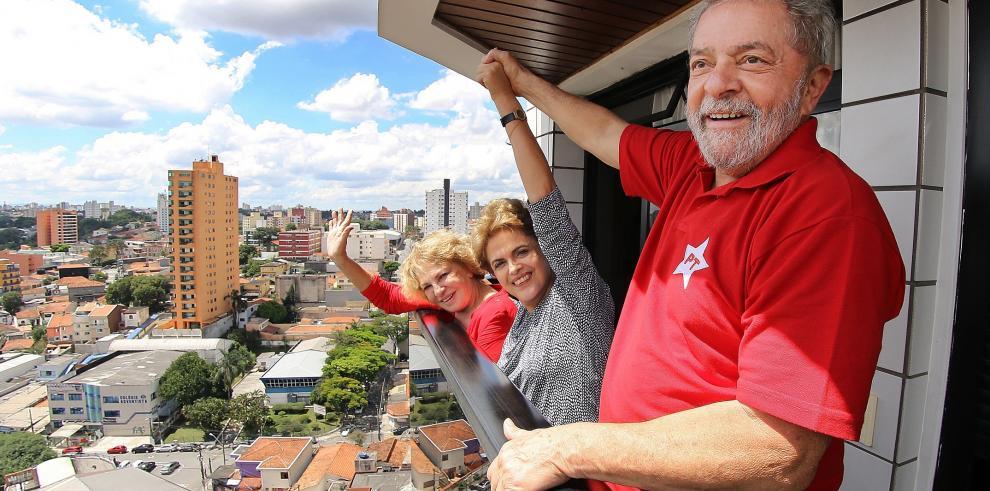 Conversación pinchada entre Lula y Rousseff provoca indignación