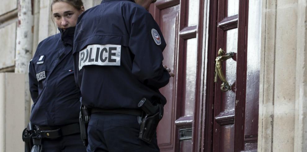Kardashian abandona París tras haber sido víctima de robo a mano armada