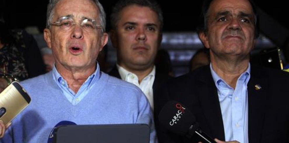 Uribe, gran ganador de plebiscito que deja a Santos y la paz como perdedores