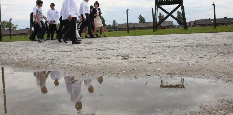 Juan Carlos Varela rinde tributo en memoria de víctimas del Holocausto