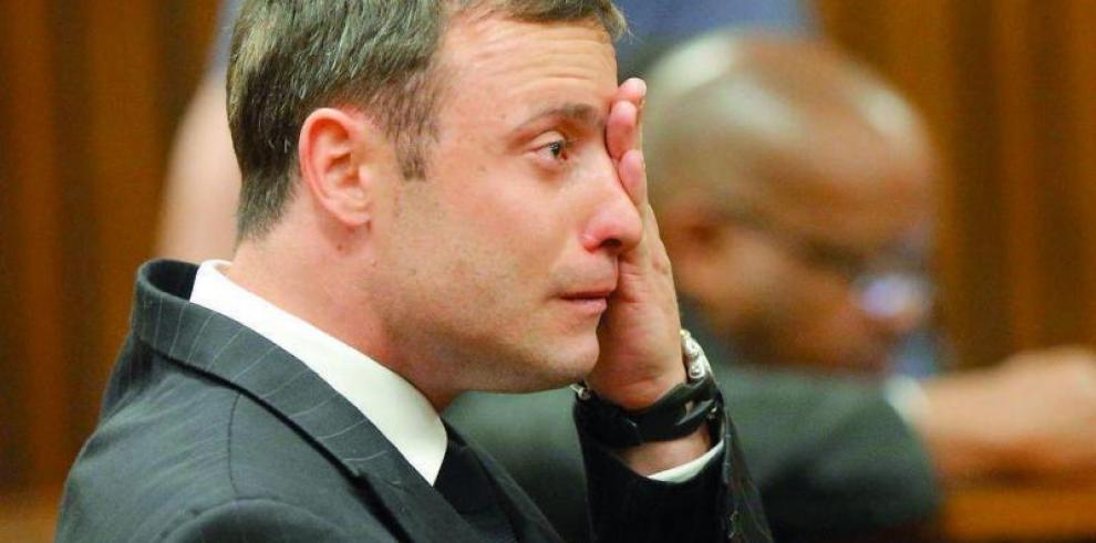 Oscar Pistorius, trasladado al hospital con heridas en las muñecas