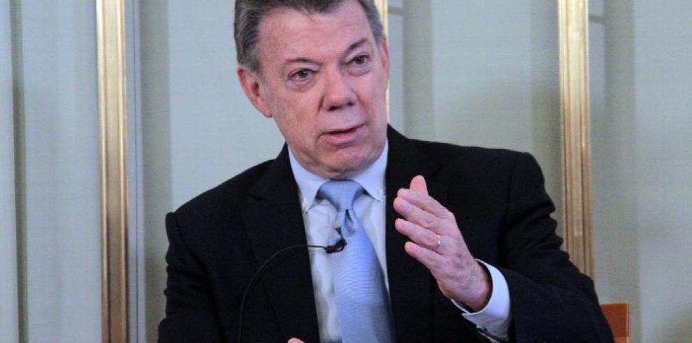 'El Nobel llegó caído del cielo', dice presidente Santos
