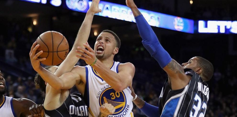 Los Warriors y Curry dan otro paso de gigantes