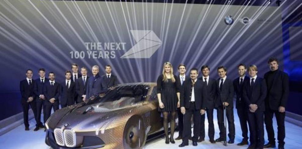BMW, cien años de movilidad y su modelo futurista