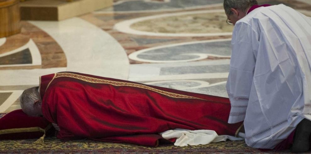 El papa preside la ceremonia de la Pasión de Cristo en el Vaticano