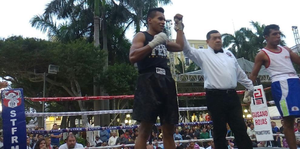 De Gracia vence a Zepeda en exhibición boxística en el DF
