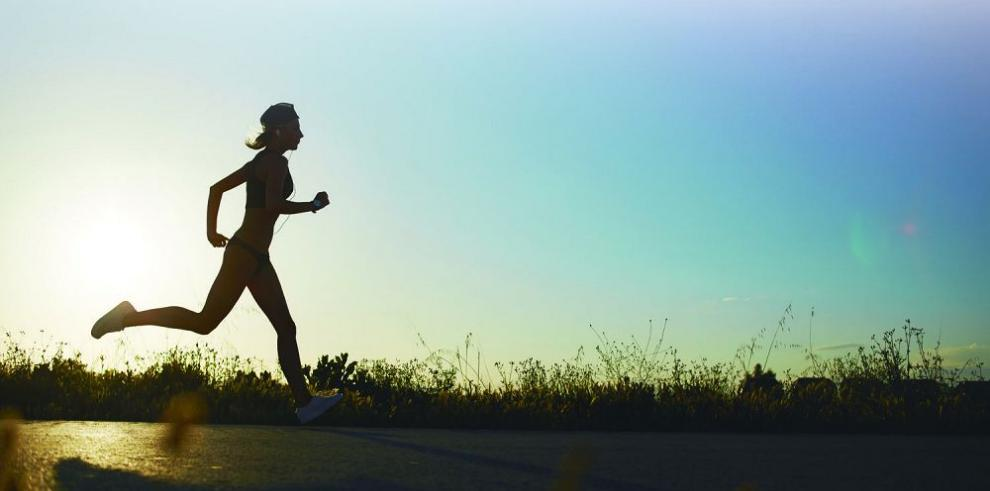 """El """"retro running"""", el ejercicio complementario y de acción"""