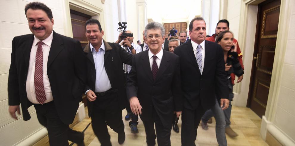 Oposición asume mando del Parlamento en una Venezuela bajo crisis