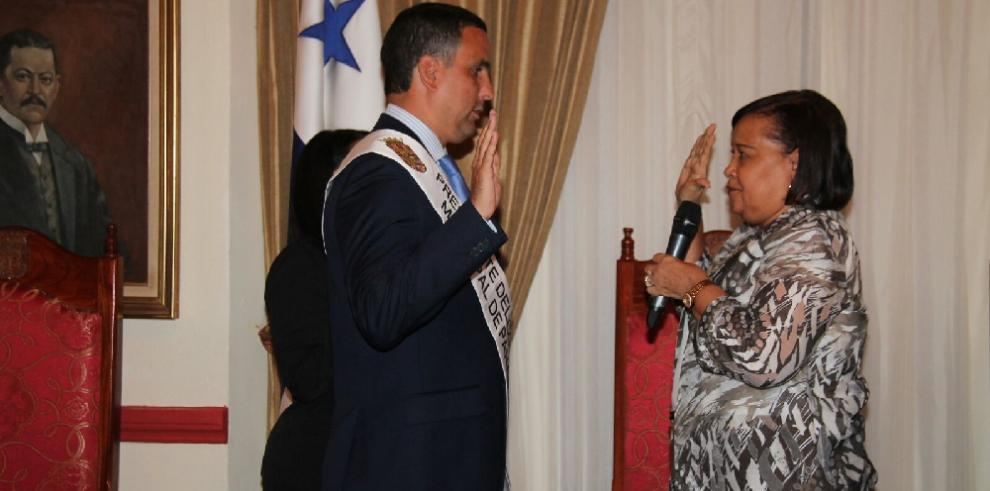 Ricardo Domínguez es juramentado como presidente del Consejo Municipal