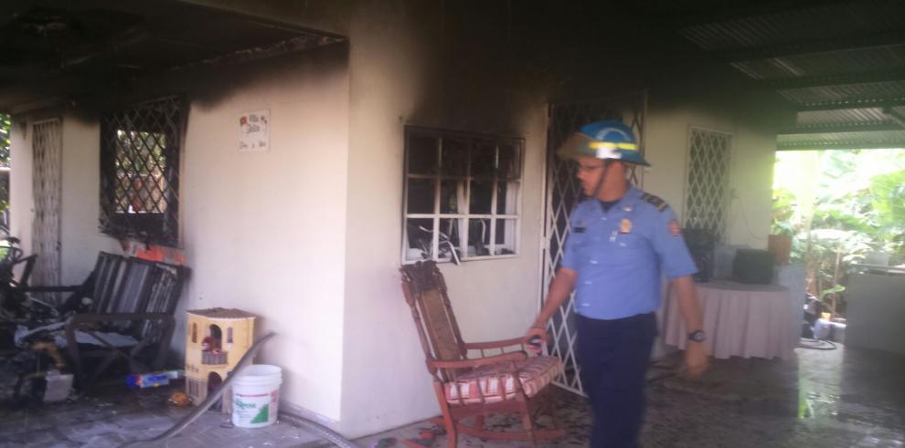 Un adulto y 2 menores heridos tras incendio de una vivienda en Tocumen