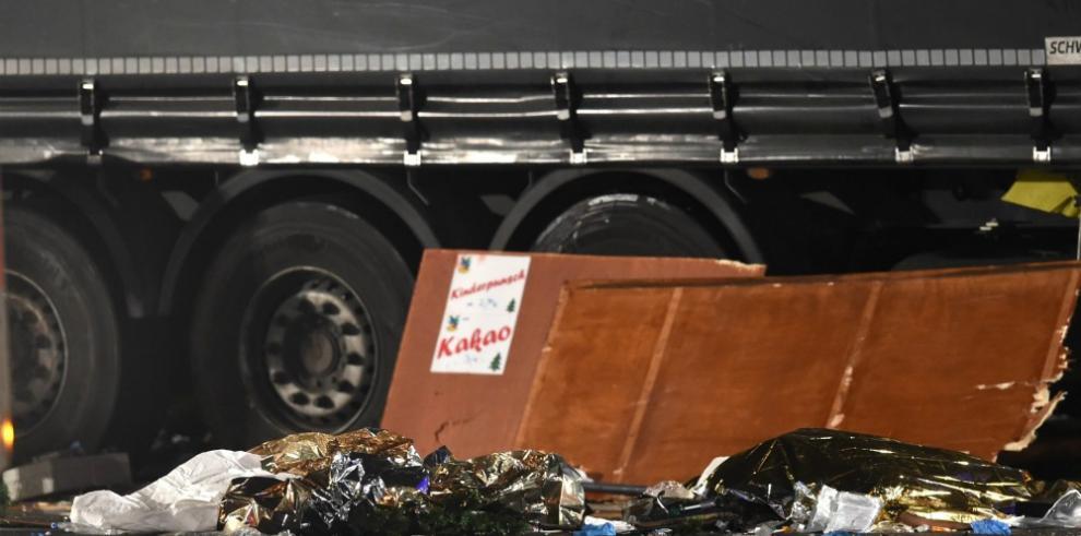 Merkel muestra su dolor ante víctimas en el mercadillo de Berlín
