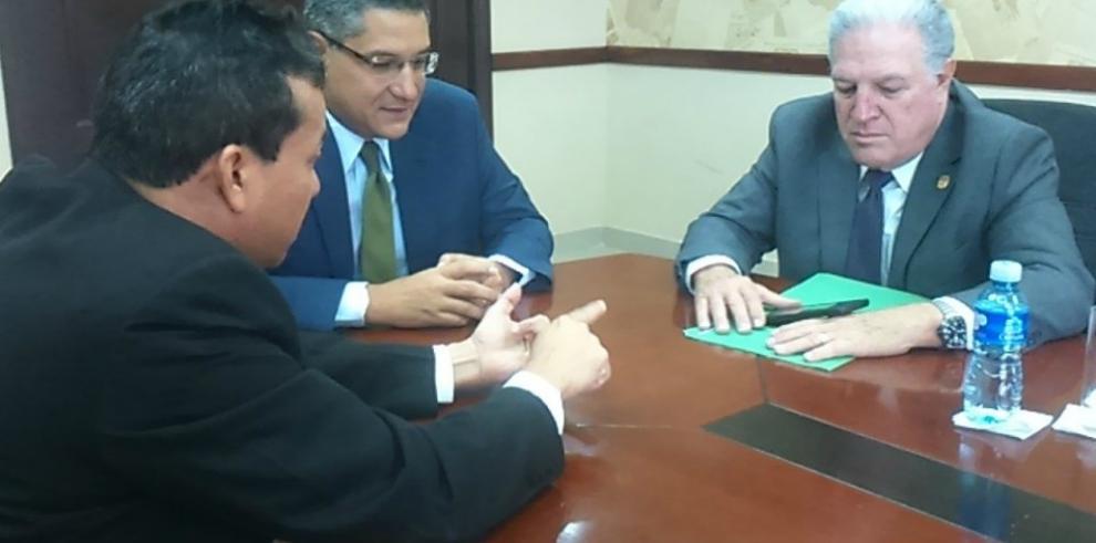 Ministro del MIDA brindó su apoyo a los trabajadores de GESE