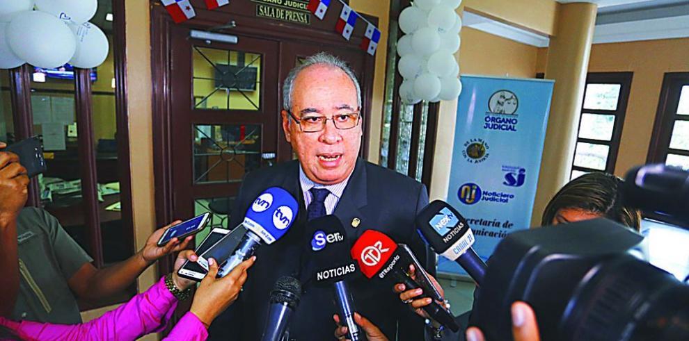 Marcha popular pide destitución de Ayú Prado en la Corte