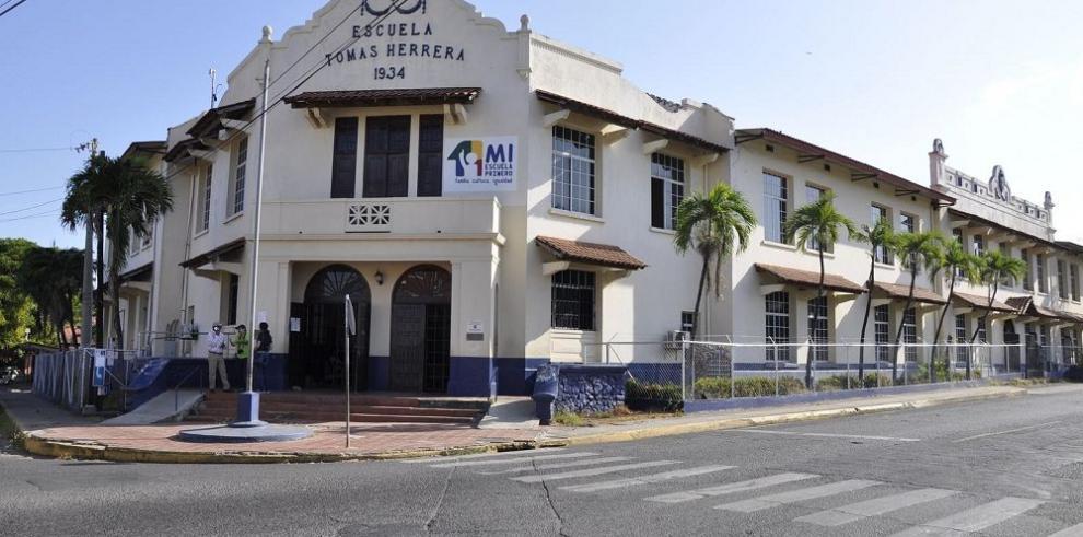 Banconal realiza mejoras en la Escuela Tomás Herrera